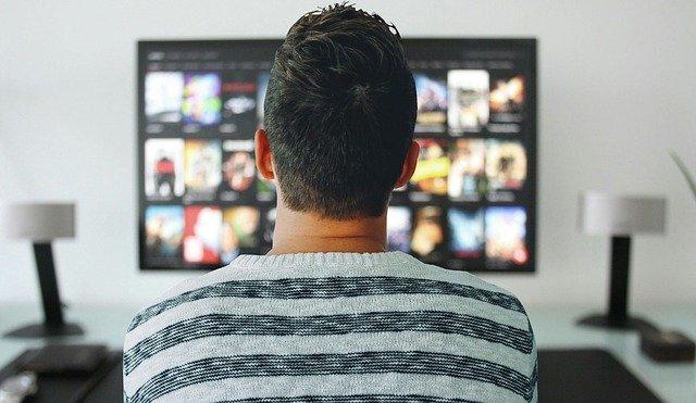 Televisori curvi, tutti i pro e i contro della proposta tech
